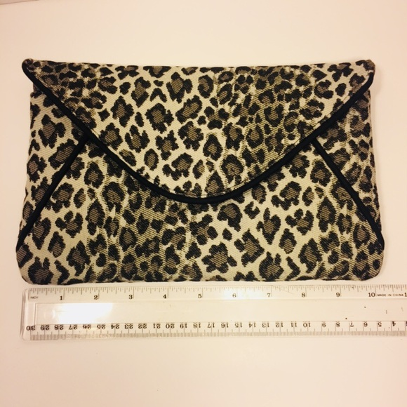 1154 Lill Studio Handbags - 1154 Lill Studio Leopard Envelope Clutch